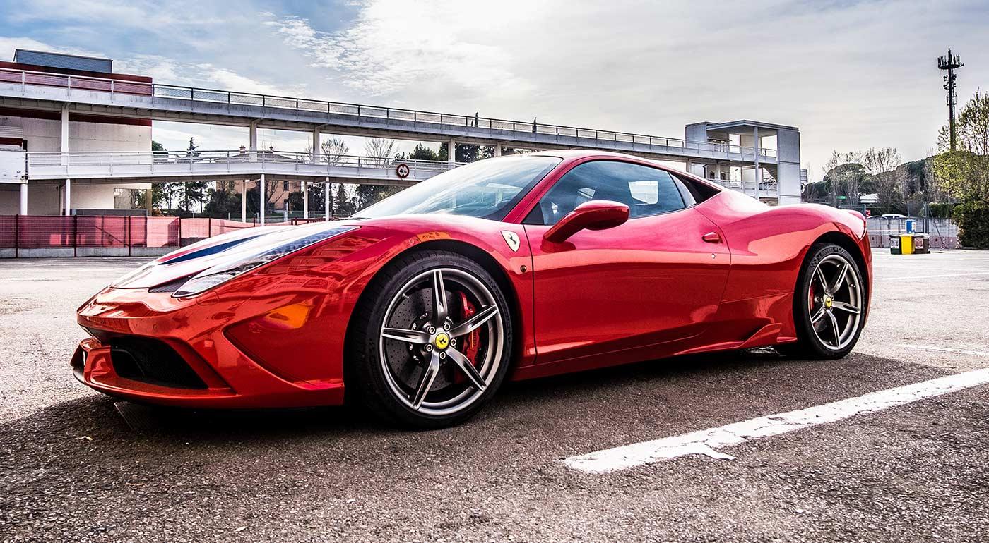 Fotka zľavy: Prevezte sa na mašinách Ferrari, dupnite na plyn a splňte si sny! Zážitkové 30-kilometrové jazdy na luxusných športových autách iba kúsok od Bratislavy.