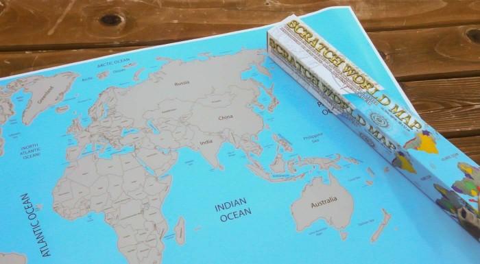 """Fotka zľavy: Stieracia mapa sveta pre každého cestovateľa. Zaznačte si všetky vaše cestovateľské triumfy do vášho """"nástenného pasu""""."""