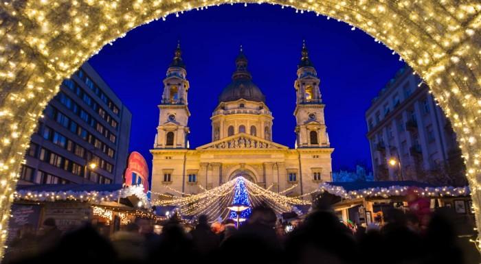 Fotka zľavy: Vôňa papriky, guláša či klobások - presne taký je advent v Budapešti. Príďte si užiť ligotavú vianočnú atmosféru maďarskej metropoly v rámci jednodňového zájazdu.