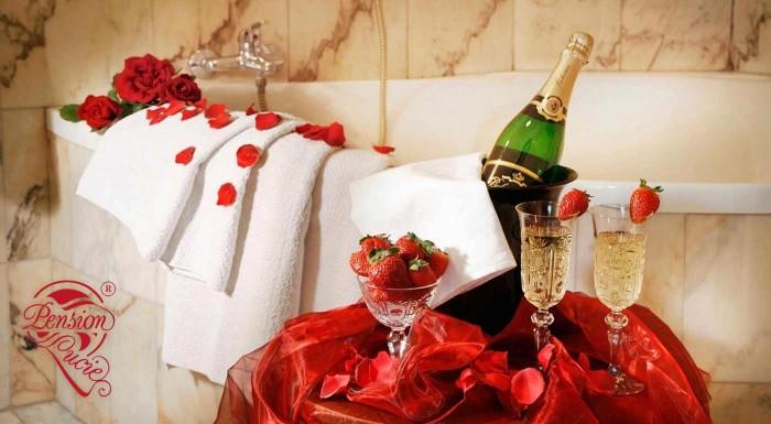 Fotka zľavy: Pozývame vás na romantický pobyt pre dvoch do Pensionu Lucie**** v Prahe. Zrelaxujte spolu v súkromnom wellness s fľašou sektu a tešte sa na raňajky, ktoré vám prinesú priamo do postele!