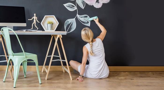 Fotka zľavy: Funkčná a originálna dekorácia pre vašu domácnosť len za 6,99€. Samolepiaca tabuľa na odkazy, poznámky i obrázky vašich ratolestí, ktoré môžu vzhľad steny meniť niekoľkokrát za deň.