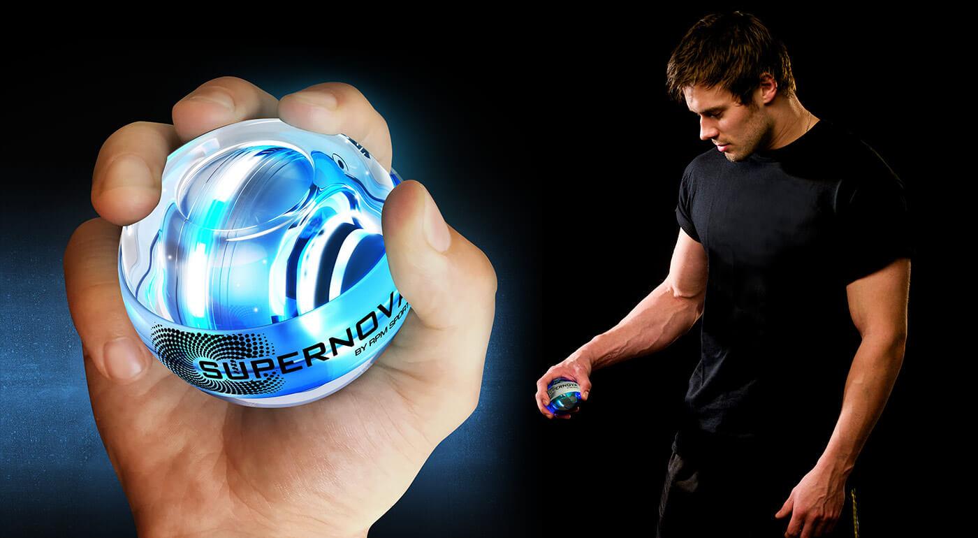 Fotka zľavy: Vybudujte si silnejšie paže napríklad pri práci či pozeraní televízie. Výborná fitness pomôcka Powerball Supernova 250Hz vám nahradí až 50 druhov činiek a precvičí aj málo používané svaly.