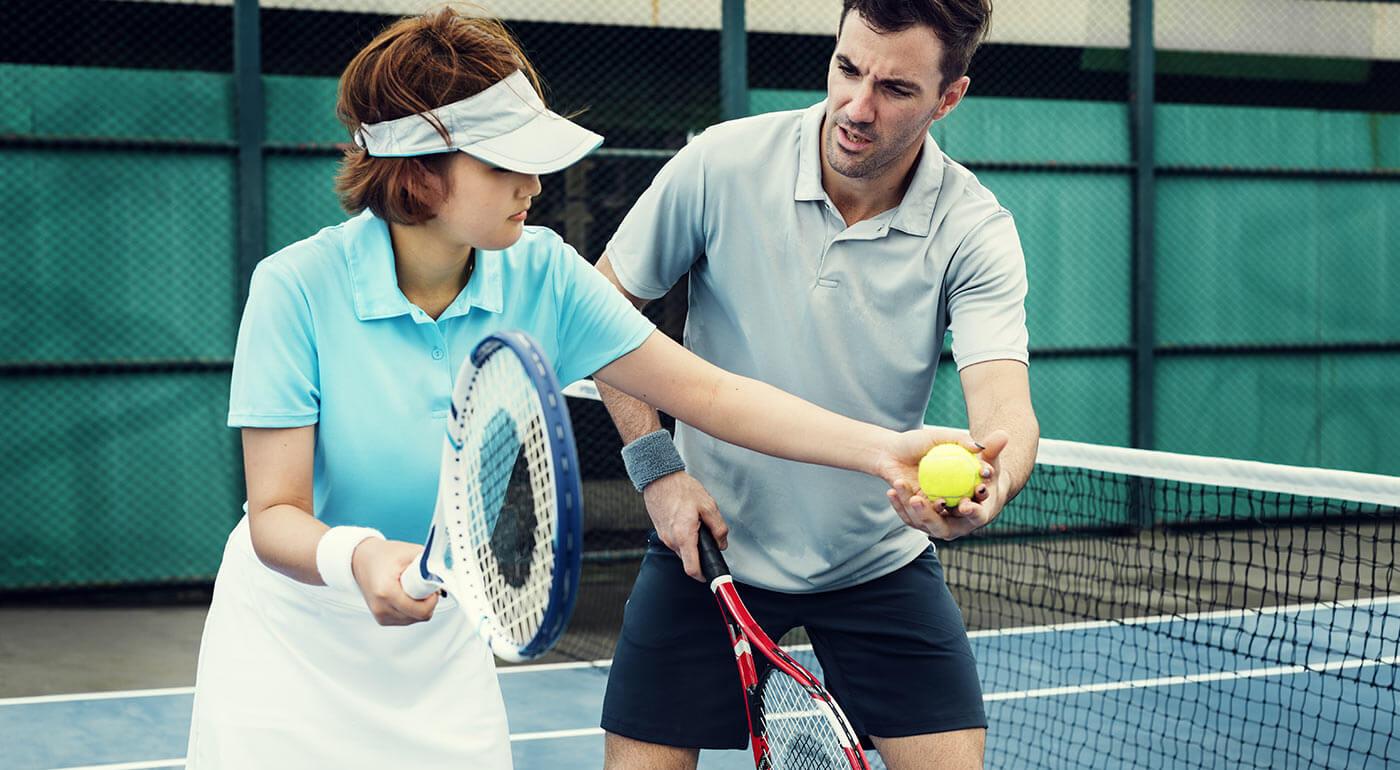 Tenis s trénerom v krytej hale pre 1-4 hráčov: na výber 3 miesta v Bratislave