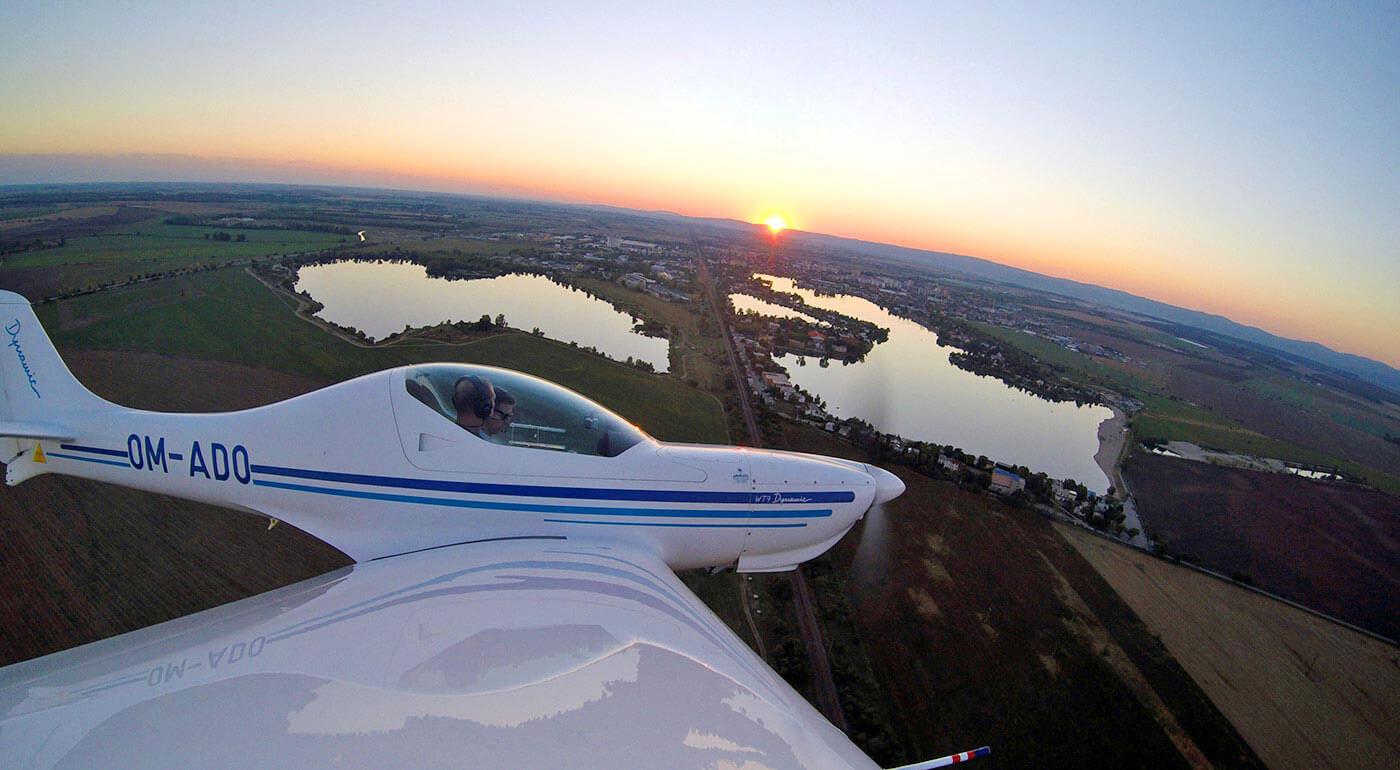 Zážitkový let športovým lietadlom - staňte sa pilotom v zácviku a vyberte si vlastnú trasu na lietanie