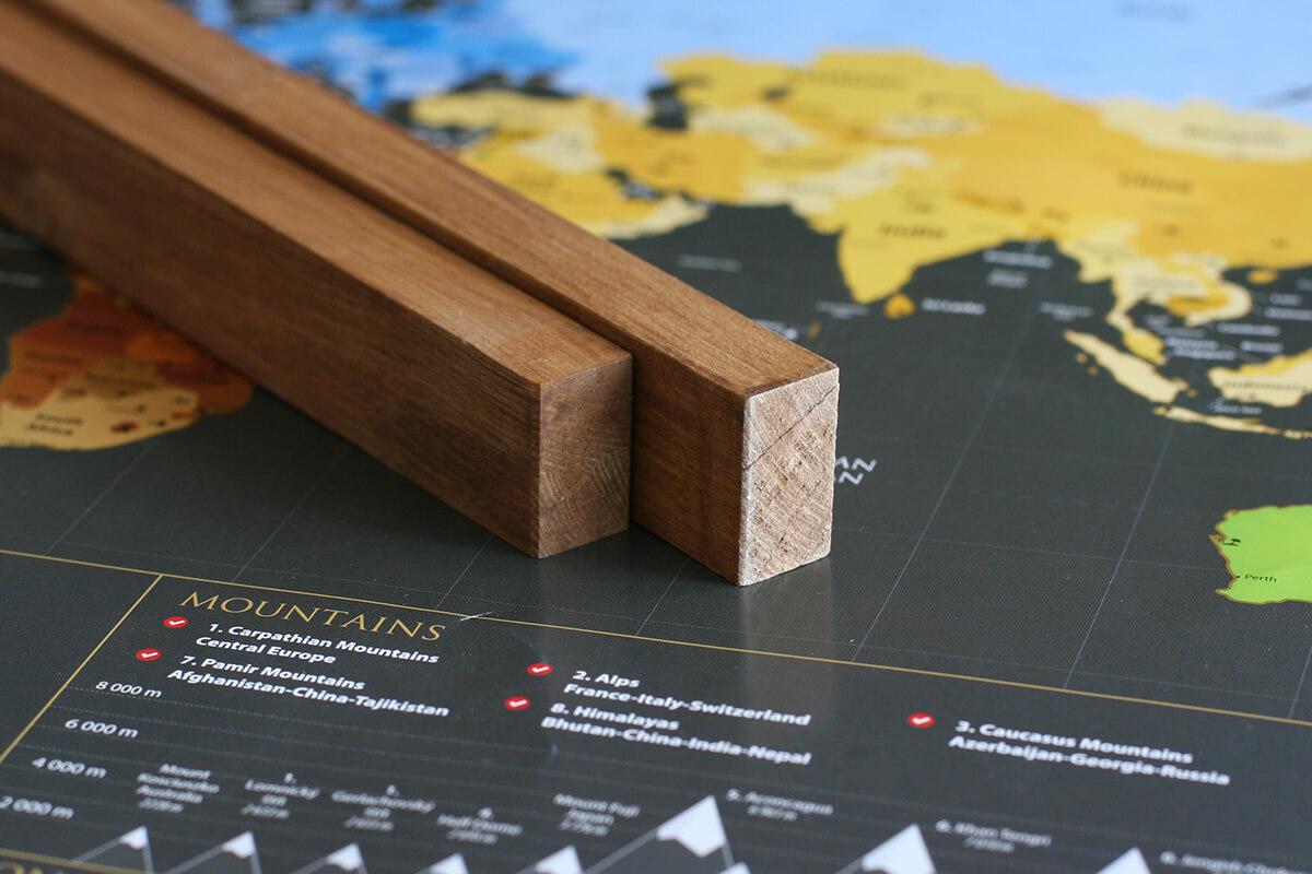Lišty na zavesenie mapy aj s háčikom - morené drevo bez profilu (dĺžka 85 cm, výška 3 cm, šírka 1,5 cm)