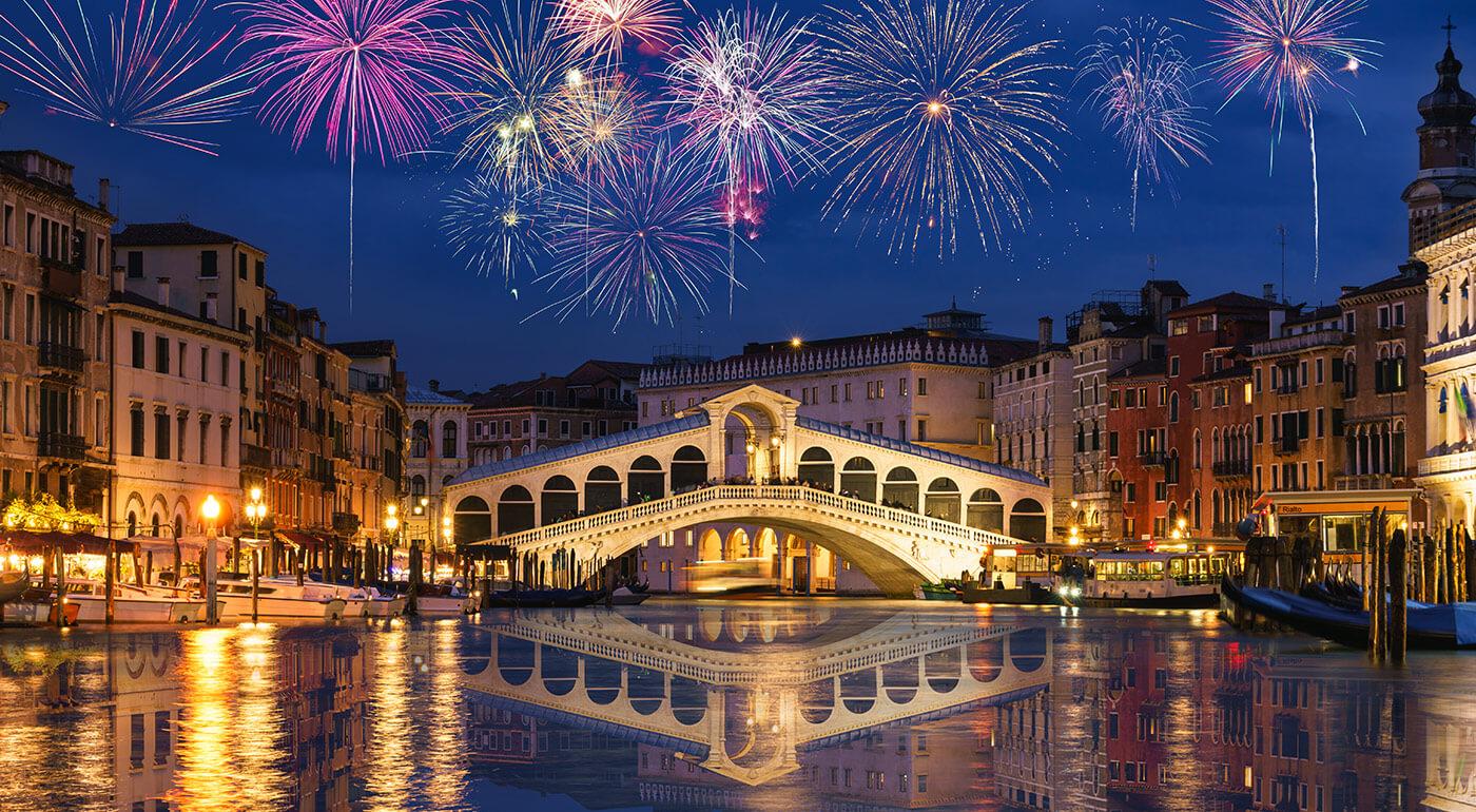 Fotka zľavy: Silvester v papučiach alebo s výhľadom na benátsku lagúnu? Užite si oslavy Nového roka v historických Benátkach s prehliadkou a fľašou sektu na 3-dňovom zájazde.
