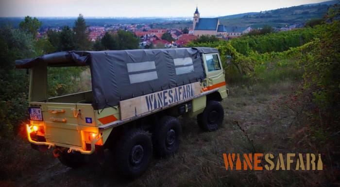 Fotka zľavy: Varenie vína so safari vo vinici pre 8 ľudí