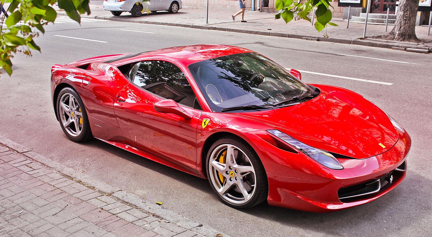 Adrenalínová jazda na športovom aute Ferrari 458 Italia - 15 alebo 30 kilometrové trasy s možnosťou šoférovania!