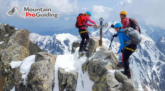 Fotka zľavy: Pokorte najvyšší vrchol Slovenska s Mountain Pro Guiding! Víkendový zážitok v Tatrách tvorí prípravný výcvik, výstup, ubytovanie a zapožičanie výstroja. Na výber máte až 4 termíny.