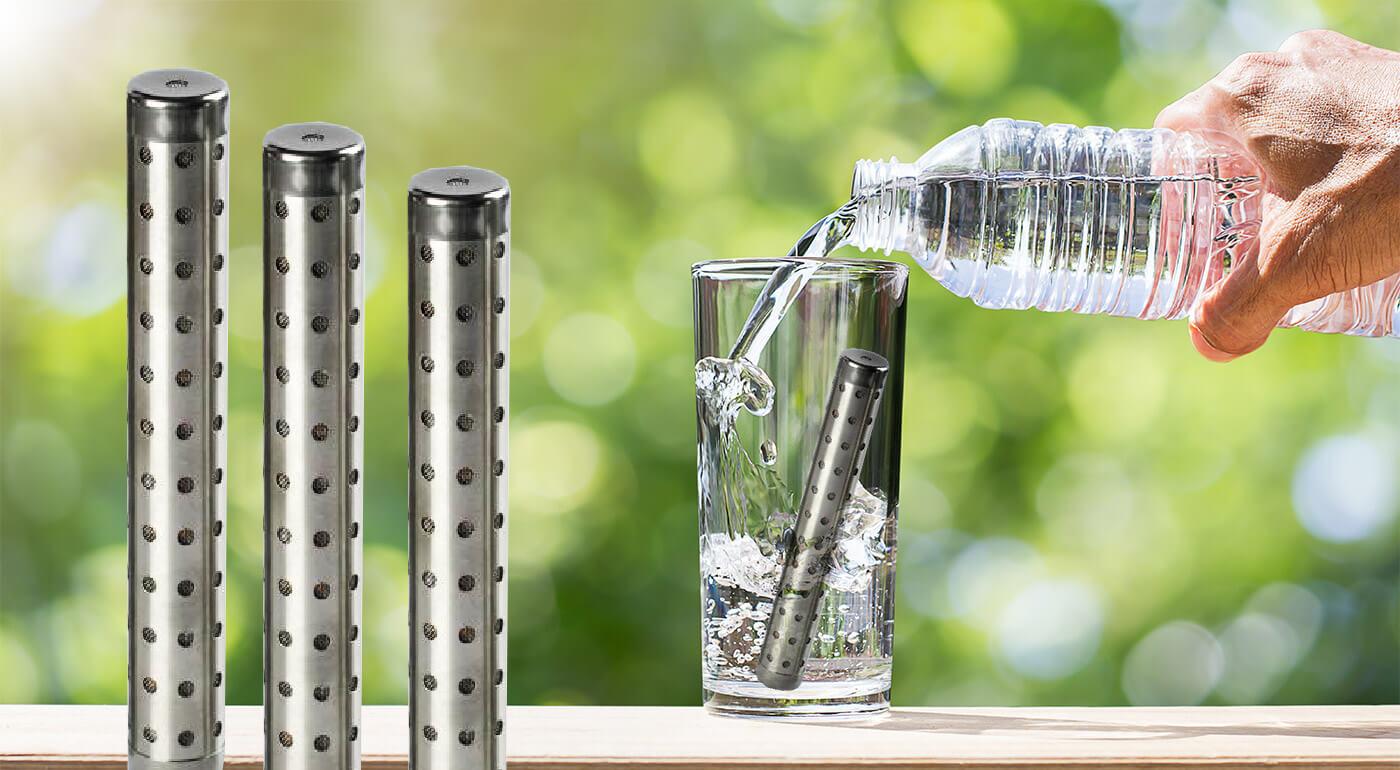 Voda je pre zdravie nesmierne dôležitá, ale ešte dôležitejšia je naozaj zdravá voda. Obohaťte tú vašu o dôležité elektróny vďaka alkalickej vodnej tyčinke a urobte niečo pre svoje telo.