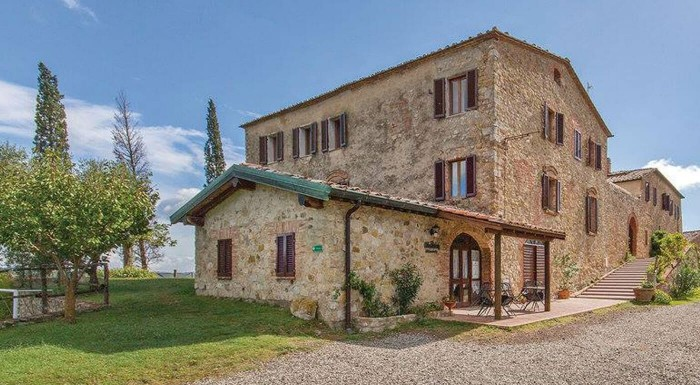 Talianskemu vidieku podľahne každý, kto tam raz zavíta. Nechajte sa opantať nekonečnými vinicami, červenými strieškami a gurmánskym rajom na pobyte v tradičnej vile v meste Monticiano.