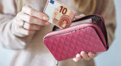 Dámska peňaženka na zips v 2 štýlových farbách - povinný doplnok do každej kabelky