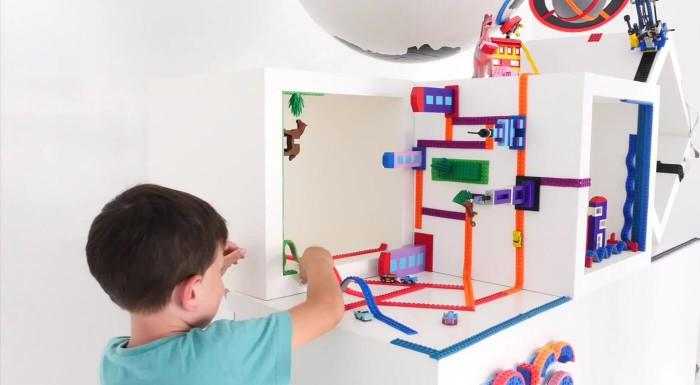 Počuli ste už o lepiacej páske na kocky? Build Bonanza premení každý povrch na hraciu plochu! Je to páska kompatibilná so stavebnicami LEGO, vďaka ktorej môžete skladať trebárs aj hore nohami.
