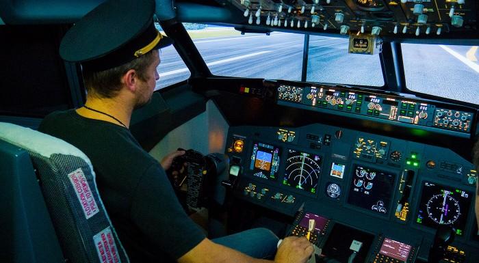Fotka zľavy: Pilotom na skúšku - vyskúšajte si pilotovanie lietadla Boeing 737. Realistický letecký simulátor, to je nezabudnuteľný zážitok a ideálny akčný vianočný darček!