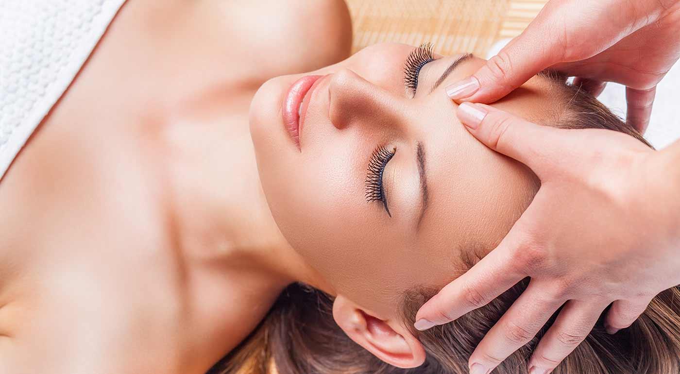 Fantastická masáž tváre na uvoľnenie stresu a vyhladenie vrások v salóne Danillo
