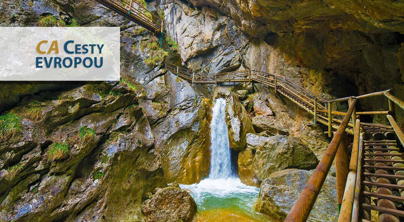 Fotka zľavy: Dajte zabrať vašim turistickým topánkam a vyberte sa do Medvedej tiesňavy v Rakúsku. Zdolajte desiatky lávok, mostíkov a rebríkov a pokochajte sa nádhernými prírodnými  útvarmi a výhľadmi do okolia.