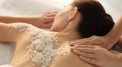 Relaxačná masáž pre dámy - 60 minút oddychu aj s peelingom a hrejivým zábalom chrbta