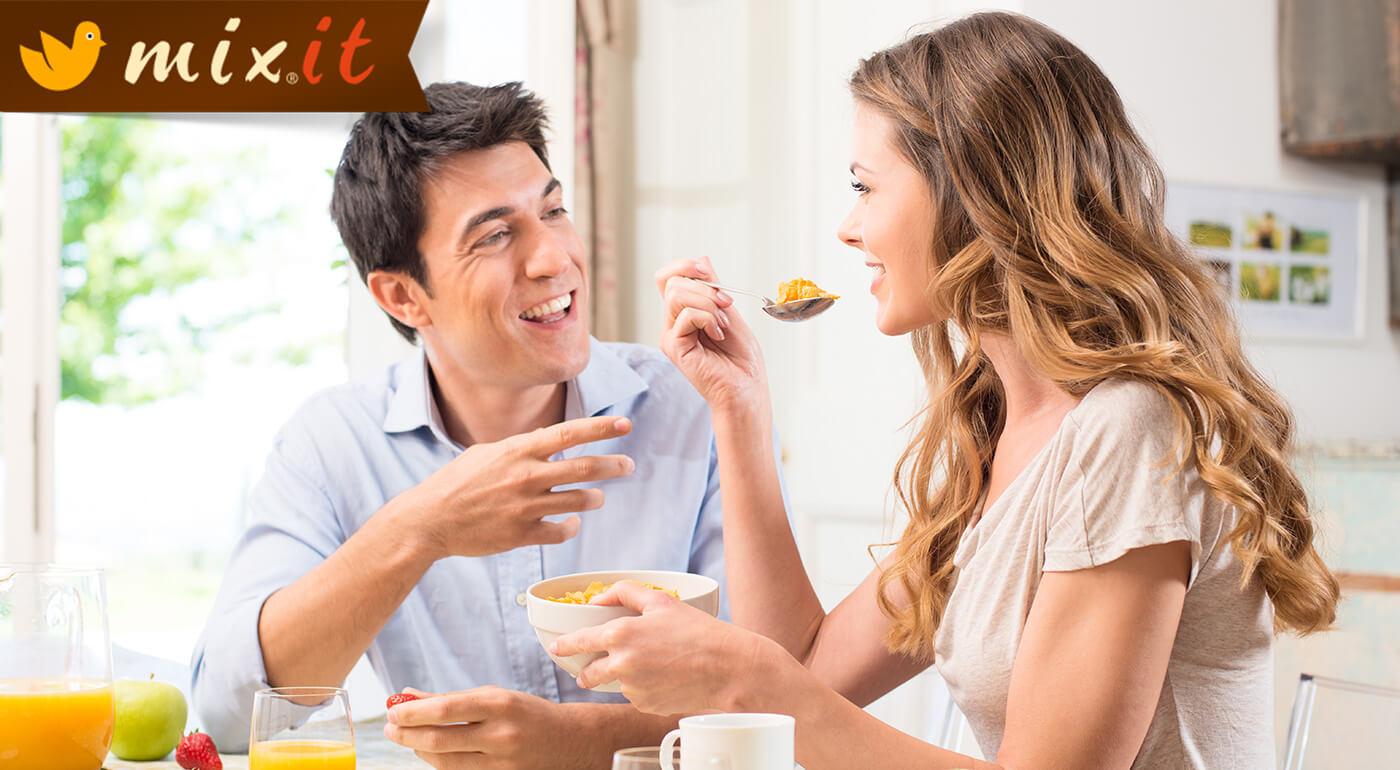 Zmiernite nervy, zažeňte hlad, rozbite tukové vankúšiky, potešte chuťové bunky... To všetko s fantastickým raňajkovým müsli MIXIT v tých najlepších príchutiach!