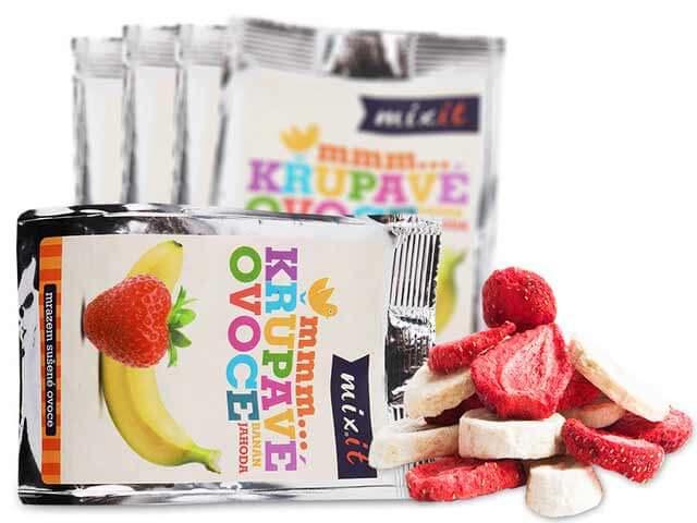 MIXIT Chrumkavé ovocie do vrecka Banán + Jahoda 23 g