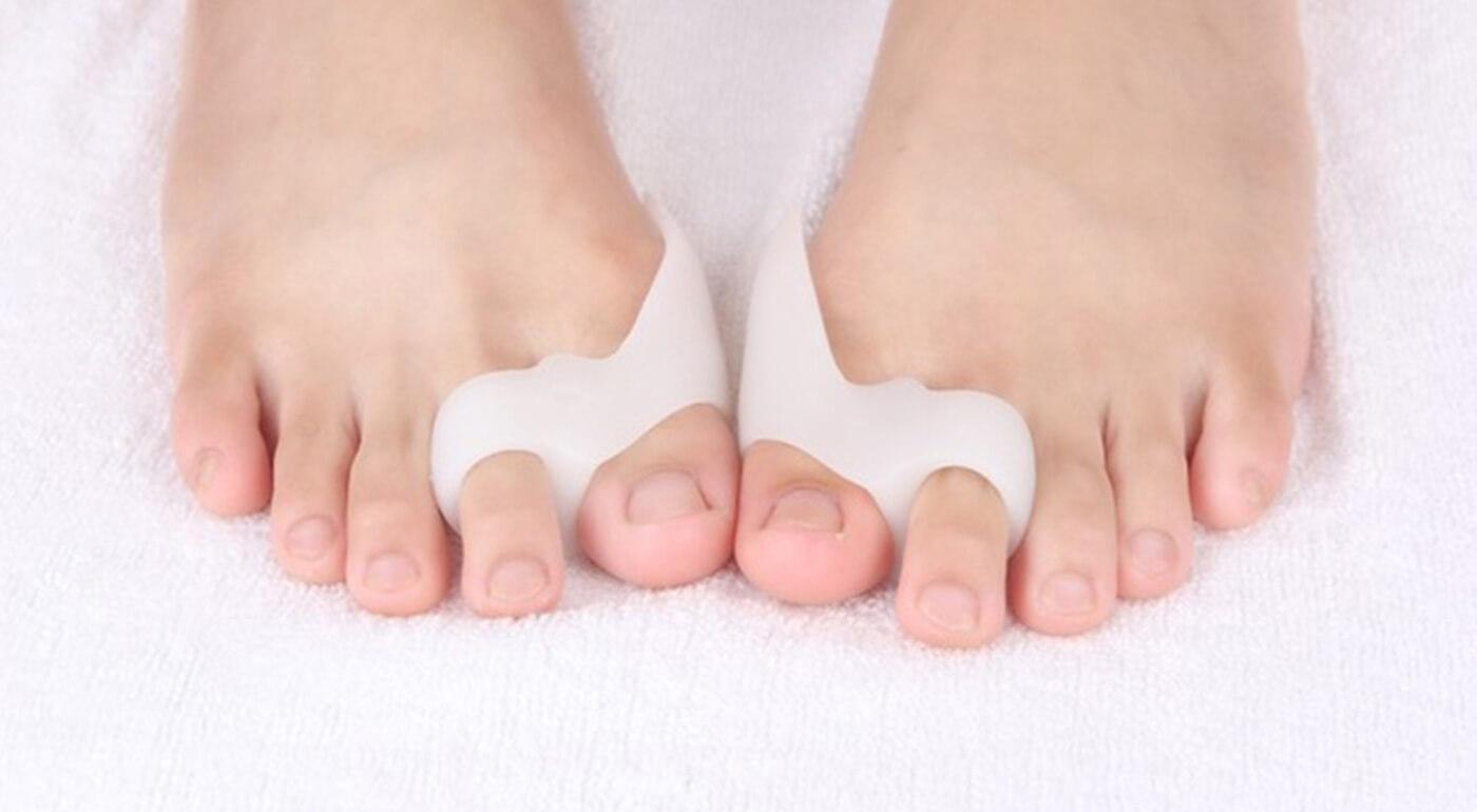 Fixátor na palec - ortopedická silikónová pomôcka pre každého s problémom vybočujúceho palca