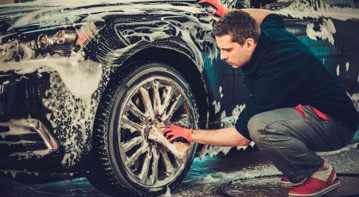 Ručné umytie auta z vonku aj z vnútra aj s tepovaním! Nechajte čistenie na profíkov z Autoservisu Manik v Stupave.