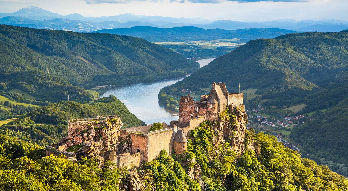 Rakúsko: Zájazd do prekrásneho údolia Wachau s návštevou tajomného benediktínskeho kláštora v Melku