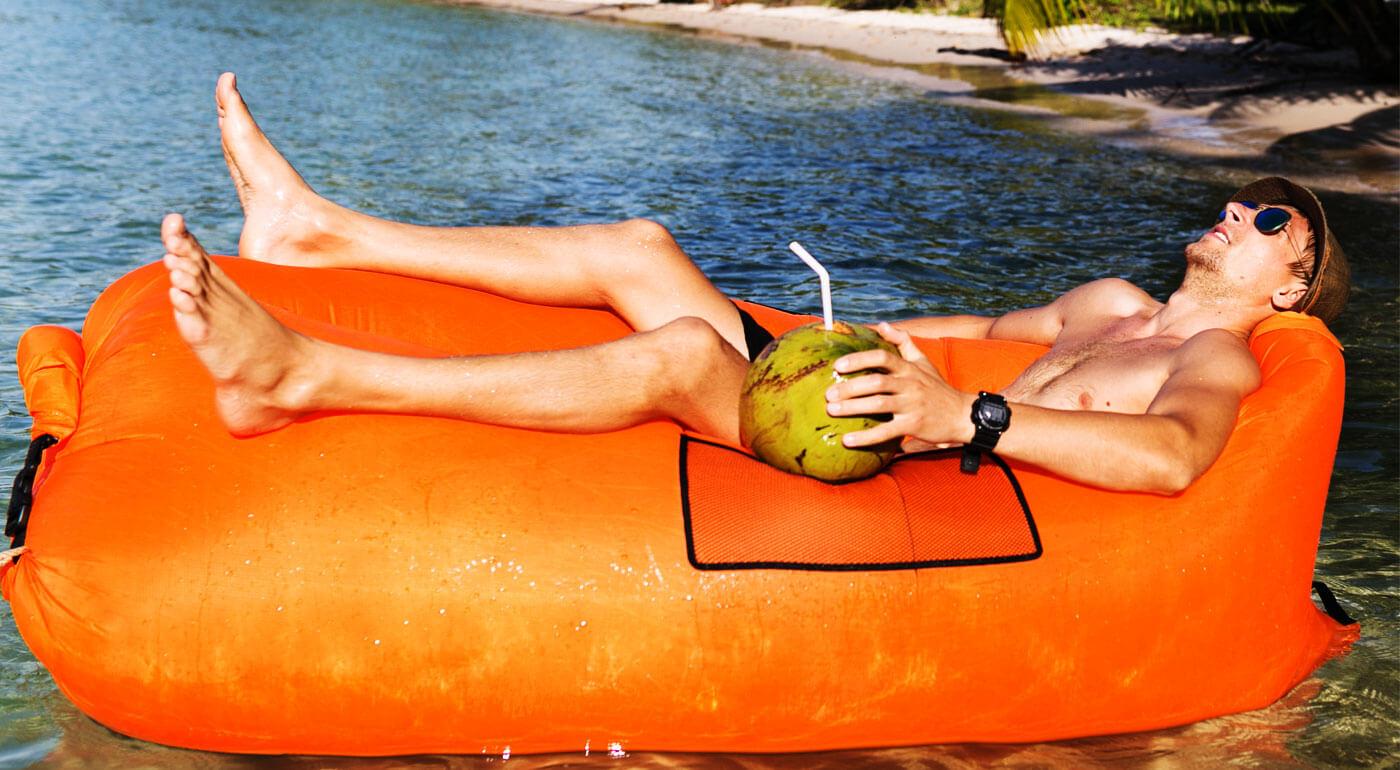 Nafukovací vak LazyBag - najlepší spoločník na leňošenie na pláži, na záhradnej párty alebo na výlete