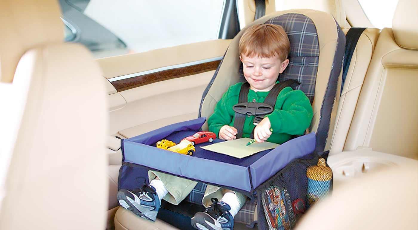 Cestovný stolík pre deti - stabilná podložka do auta na hranie aj s praktickými bočnými vreckami
