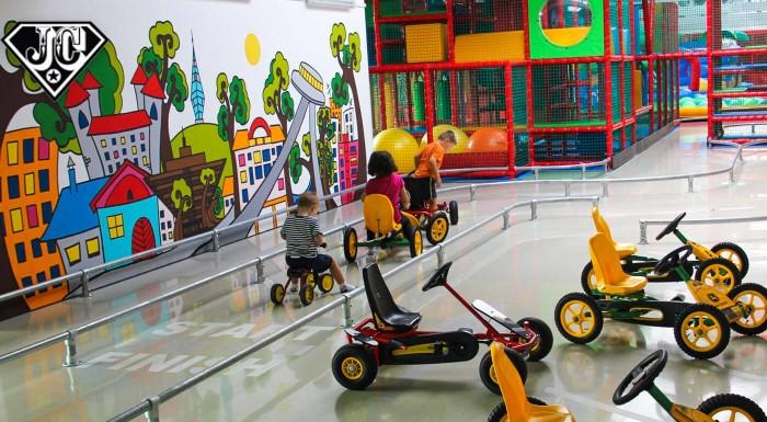 Zľava 23%: Doprajte svojim deťom prázdniny plné zábavy a nových zážitkov. V dennom tábore JollyCamp vo FunCity si nájdu v lete kopec kamošov. V cene je atraktívny denný program, strava i výlety so vstupným!