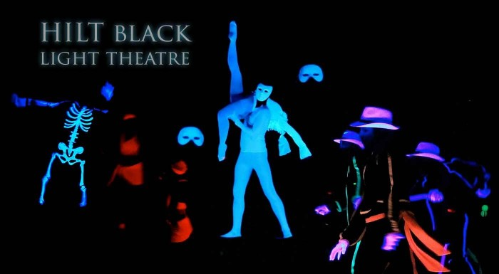Predstavenie v čiernom divadle HILT v Prahe