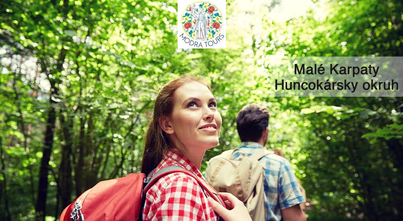 Malé Karpaty: turistická vychádzka za históriou Huncokárov, ktorá uspokojí telo i dušu