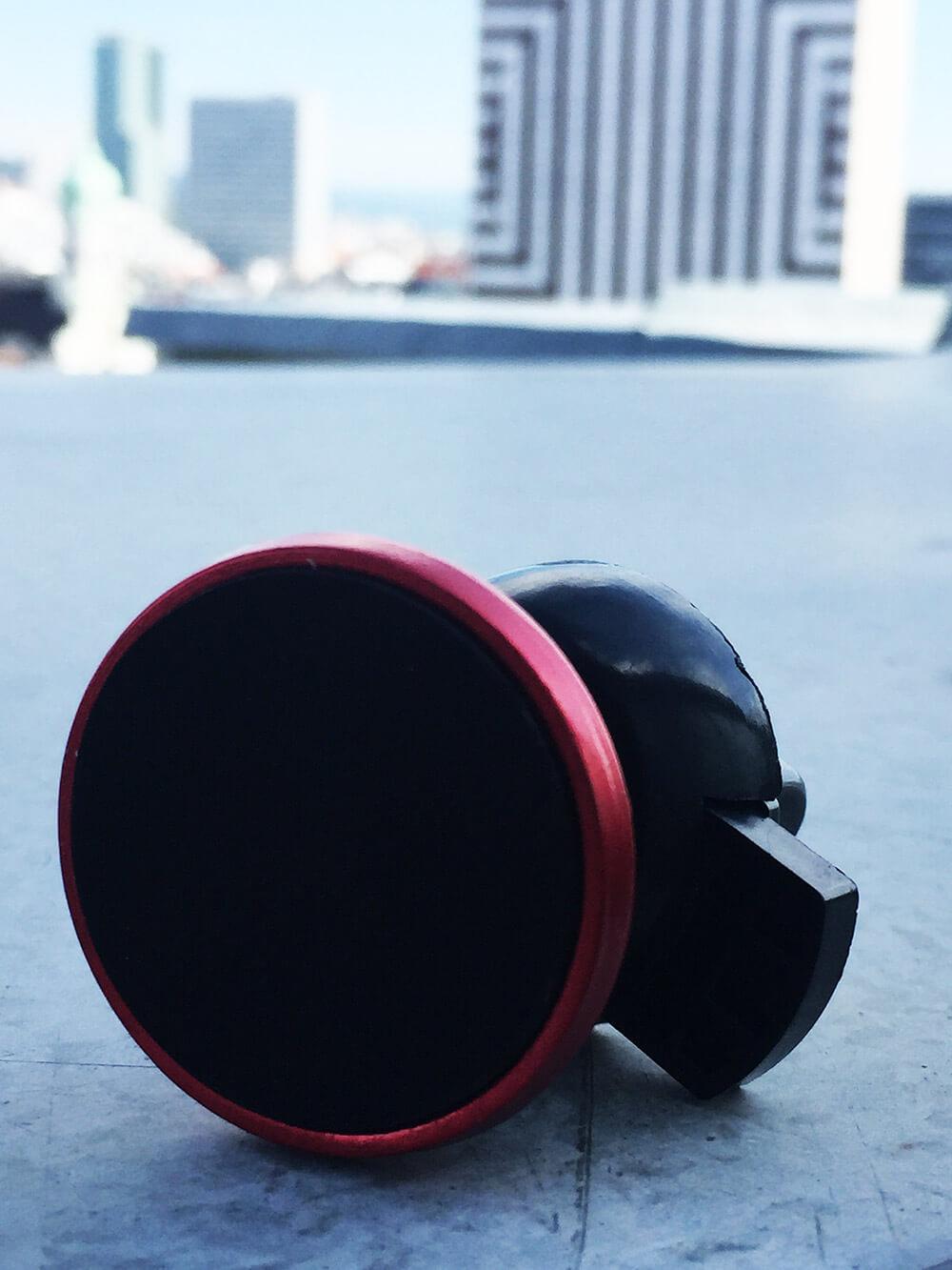 Magnetický držiak na mobil do auta červený