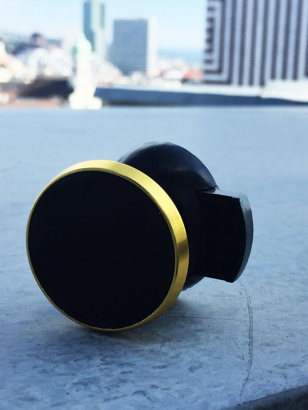 Magnetický držiak na mobil do auta zlatý