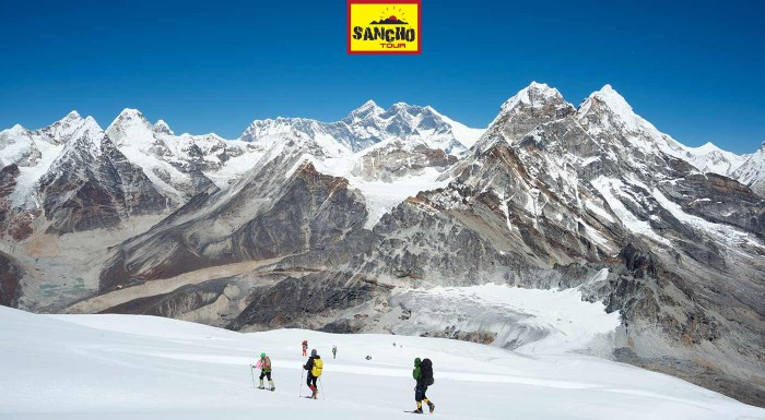 Zažite Himaláje z najvyššieho trekingového vrcholu - Mera Peak v Nepále! 22 dní plných dobrodružstiev, prekonávania limitov a tých najkrajších výhľadov na najvyššie hory sveta. Stojí to za to!