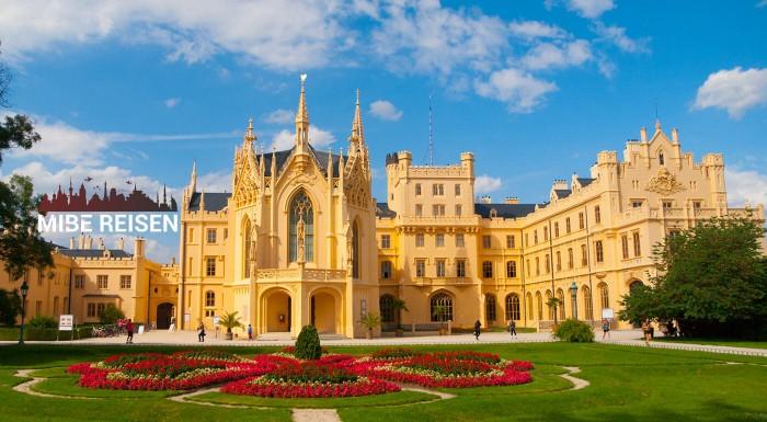 Zámky Južnej Moravy a Pálavské vinobranie