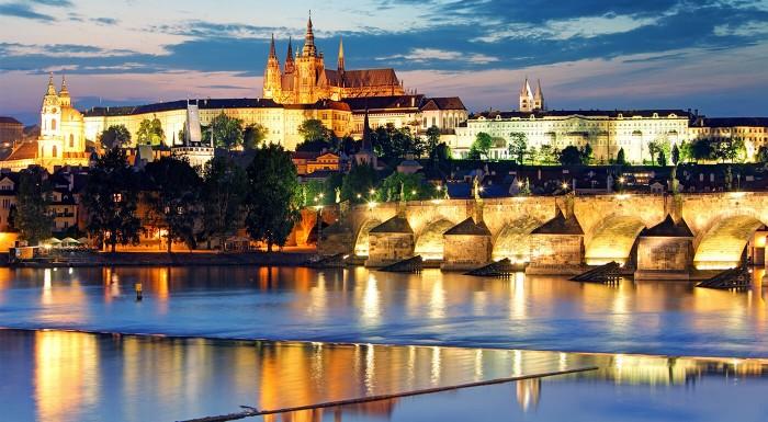 Chystáte sa na výlet do Prahy? Nebojte sa, že vám unikne nejaká zaujímavosť alebo pamiatka! Rezervujte si profesionálneho sprievodcu, ktorý vás povodí po všetkých zákutiach!