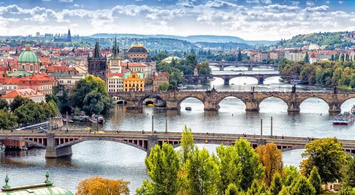 Navštívte pražské krčmičky, počkajte si na predstavenie Orloja alebo sa prejdite nádhernými parkmi a sadmi. Pobyt v Plaza Alta Hoteli je správna voľba! V Prahe je vždy čo zažiť!