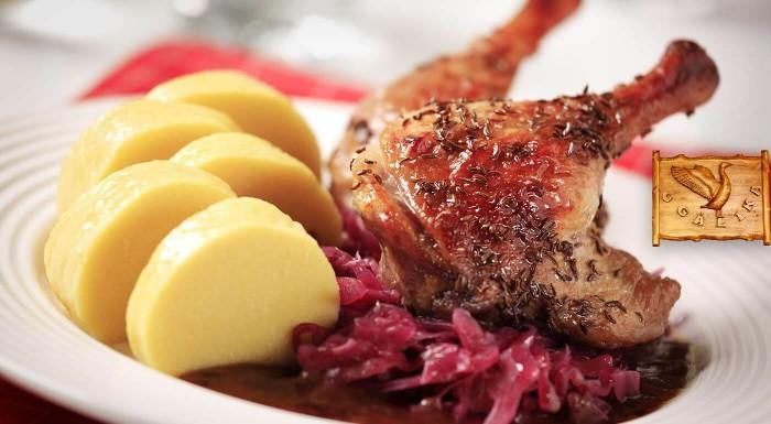 Zájdite si na tradičnú grobskú husacinu alebo kačacinu. V Reštaurácii u Galika vám pripravia chrumkavé hody, ktoré si môžete vychutnať s kolegami alebo partiou kamarátov.