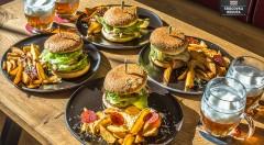 Pečené rebierka alebo burgre pre 4 osoby aj s 8 pivami v novootvorenej reštaurácii Srdcovka Reduta