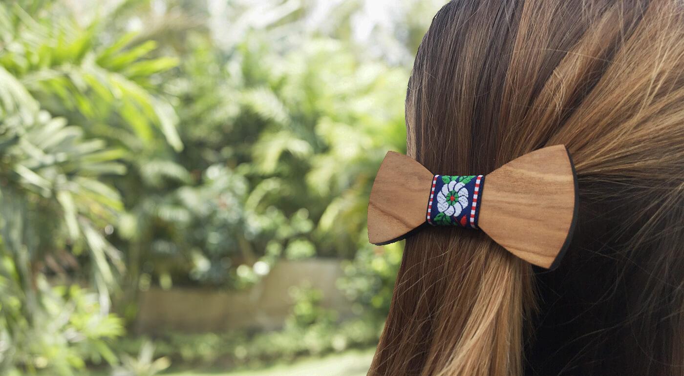 Dámska spona do vlasov - ručne vyrobený drevený motýlik ako originálna ozdoba vlasov