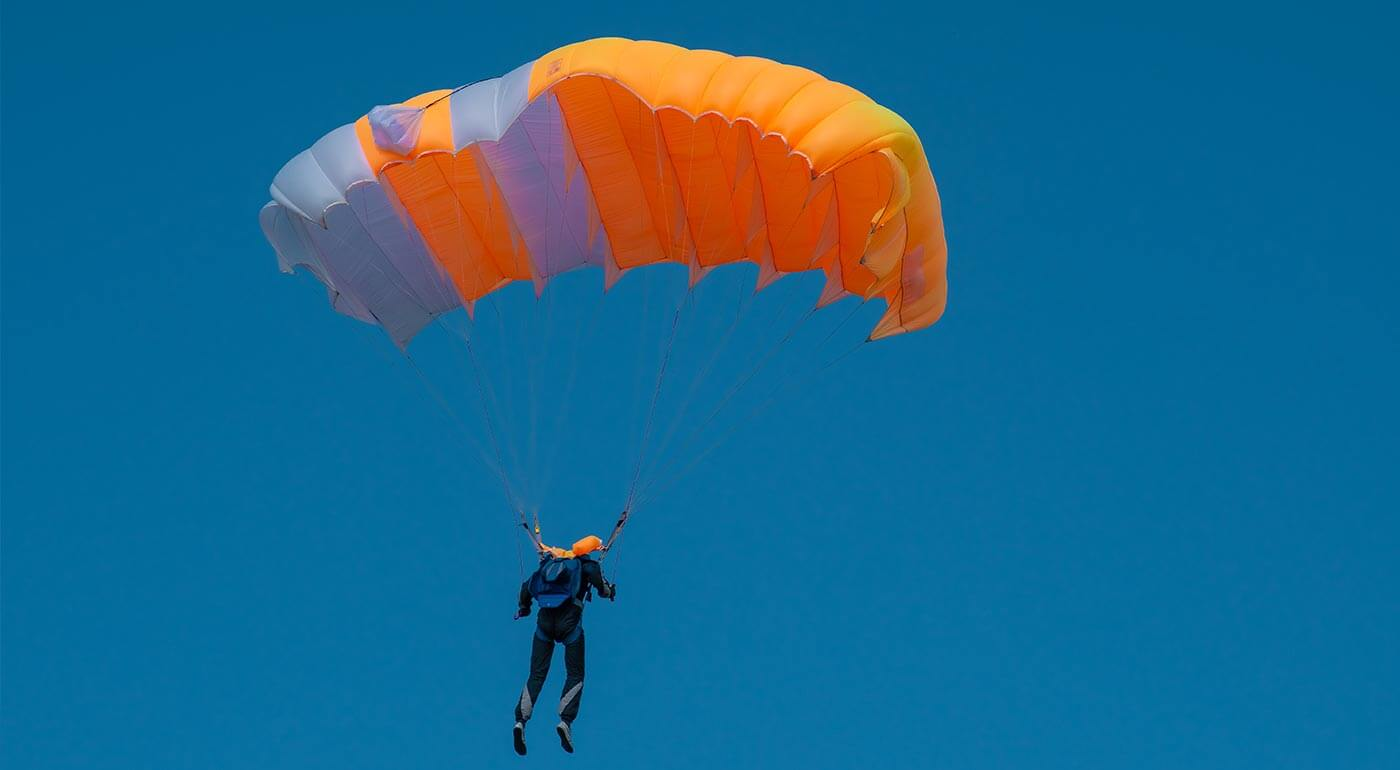 Adrenalínový zoskok padákom bez inštruktora a parašutistický výcvik
