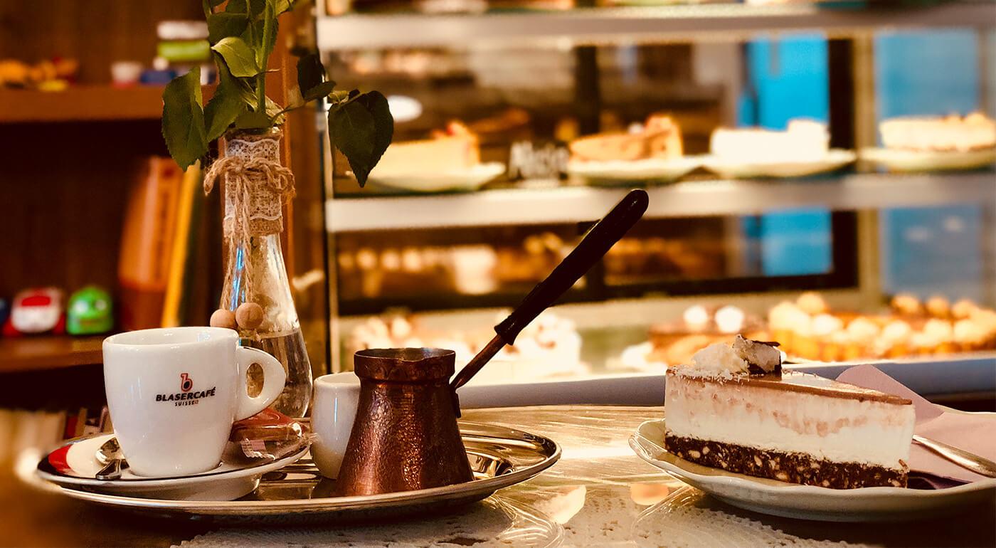 Torta Bounty alebo Slaný karamel s čerstvou kávou v Makrónka Café Zvolen