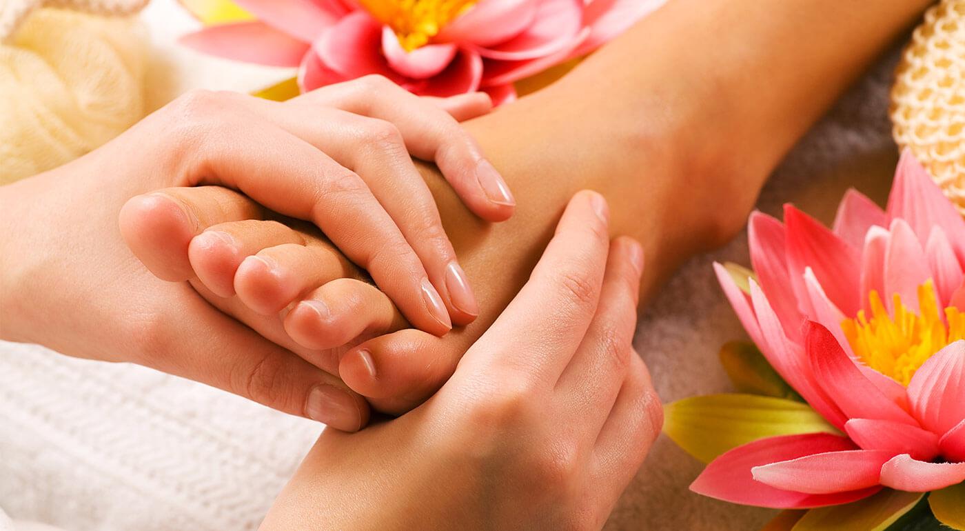 Veľkonočné ošetrenie nôh s lakovaním, hydratačným zábalom a reflexná masáž chodidiel