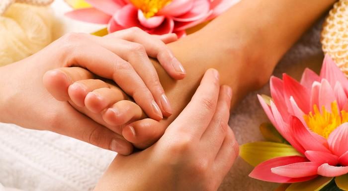 Ošetrenie nôh so zábalom a reflexná masáž