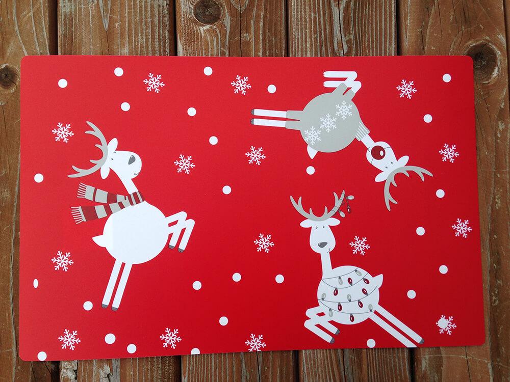 Plastové vianočné prestieranie - červené (2 ks)