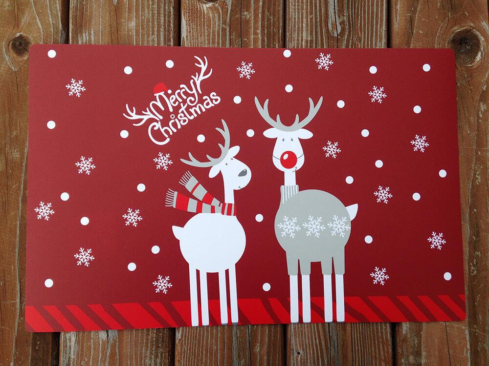 Plastové vianočné prestieranie - červené Merry Christmas (2 ks)