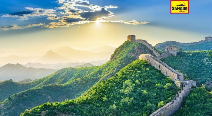 Tibet, Čína, Nepál a Himaláje plné rozdielností počas 16 dní! V cene návšteva Pekingu, Lhasy, Káthmandu, najvyššia železnica, horské priesmyky, základný tábor pod Mt. Everestom a Himaláje všade okolo.