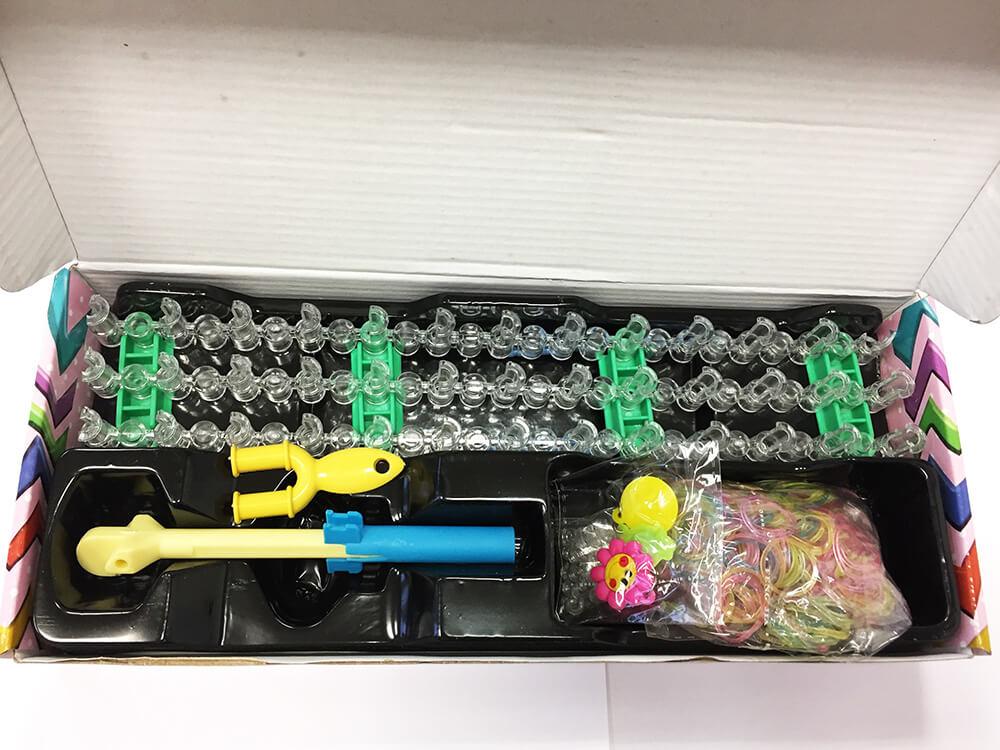 Sada Loom Bands 600 pre začiatočníkov (600 ks gumičiek, podložka na zapletanie, 25x ukončovacie S, háčik na pletenie)