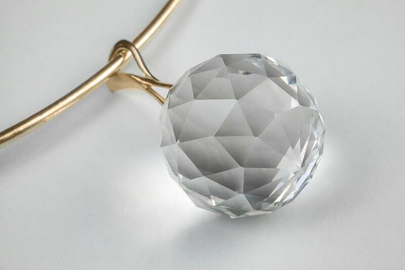 Harmony Crystal Sun® Krištáľový prívesok so zlatou retiazkou (obruč)
