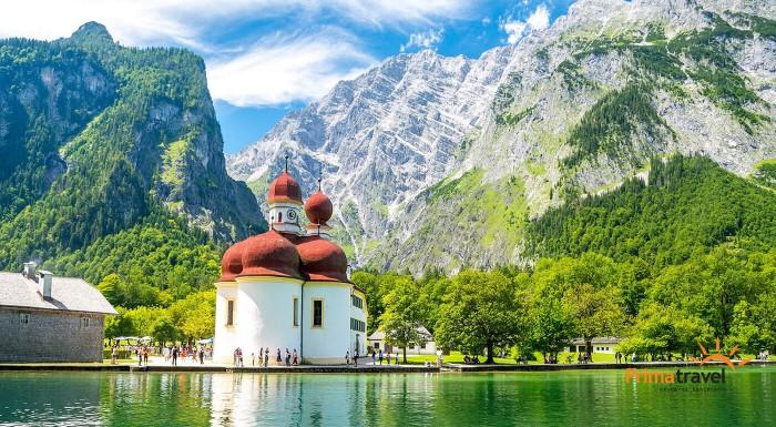 Urobte si jednodňový výlet na chatu samotného Adolfa Hitlera. Orlie hniezdo ponúka neskutočný výhľad na Bavorské Alpy a čaká vás aj plavba po smaragdovom jazere Königsee.